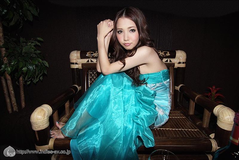 ayaka_tomoda_02